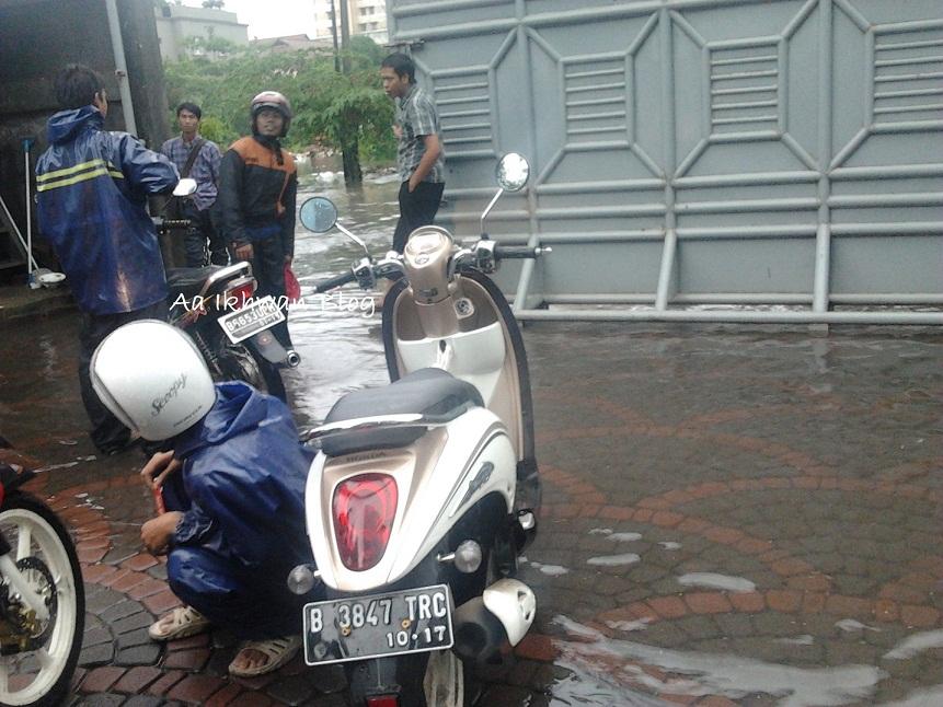 banjir di kantor :D